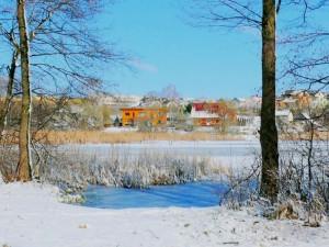 Šalčių kaustomas Gilužio ežeras. Vytauto Visocko (Slaptai.lt) nuotr.