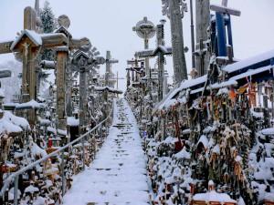 Kryžių kalnas žiemą. Vytauto Visocko (Slaptai.lt) nuotr.