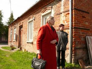 Joniškyje prie namo, kuriame kadaise gyveno