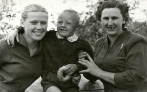 Mano Mamytė, mano mamos brolis ir mama