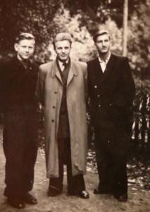 Vidzbelis ir Vytautas Visockas su poetu Justinu Marcinkevičium