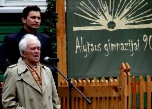 Mokyklos jubiliejuje medicinos prof. Petras Visockas