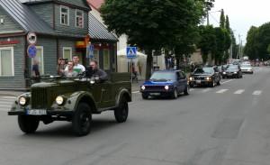 Senoviniai automobiliai - į miesto parką