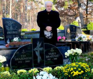Prie Viliaus Bržaėno kapo