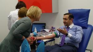 Azerbaidžano ambasadorius Hasanas Mammadzada - Vilniaus kraujo donorų centre. Kraujo davimo akcija skirta Hodžaly aukoms atminti. Slaptai.lt nuotr.