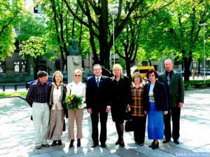 Prie Jono Basanavičiaus paminklo ir Aušros ąžuolo