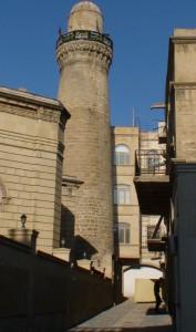 Žilą senovę menantys Baku bokštai
