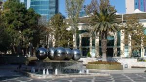 Dar vienas fontanas Baku centre.