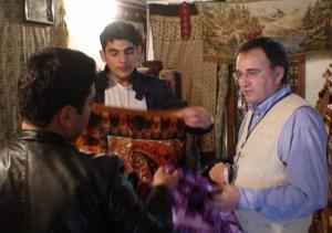 Derybos pas azerbaidžanietiškais kilimais prekiaujančius verslininkus. Slaptai.lt nuotr.