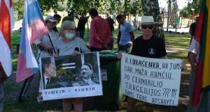 Lukašenką ir Putiną smerkiantys plakatai. Slaptai.lt nuotr.