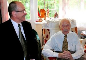 Su Romualdu Ozolu. Paskutinė Viliaus Bražėno nuotrauka