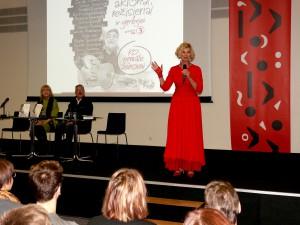 Knygą Aktoriai, režisieriai ir gerbėjai... pristato autorė Nijolė Narmontaitė