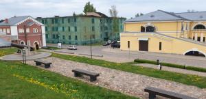 Daugpilio tvirtovė sovietmečiu visuomenei buvo uždara, čia veikė aukštoji karo aviacijos inžinierių mokykla.