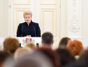 Prezidentė Dalia Grybauskaitė sveikina Nacionalinio diktanto konkurso laimėtojus