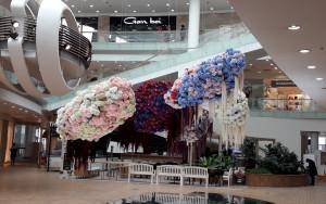 Gėlės - prekybos centre. Slaptai.lt nuotr.
