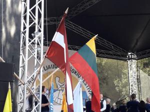 Latvijos ir Lietuvos vėliavos. Slaptai.lt nuotr.