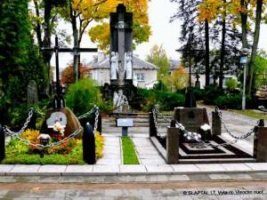 Pirmojo Lietuvos karininko A.Juozapavičiaus ir savanorio A.Sakalausko kapai Alytaus centro kapinėse