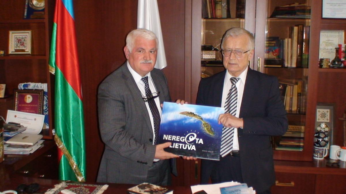 Svečiuose pas Umudą Mirzojevą, International Eurasia Press Fund vadovą. Slaptai.lt nuotr.