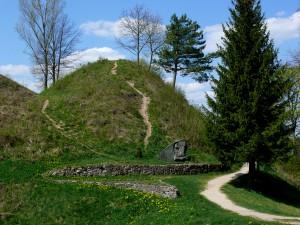 Punios piliakalnis (1)