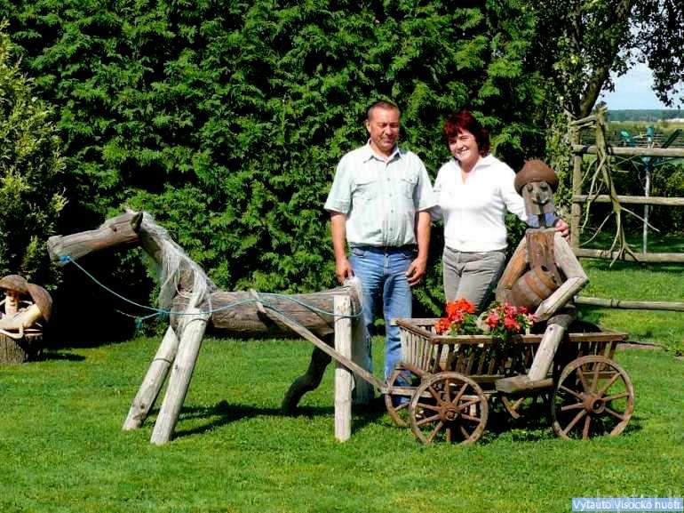Vilijos ir Vytauto Mickevičių sodyba Sinkaviškio kaime Kazlų Rūdos savivaldybėje