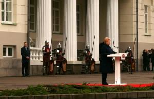Garbės sargybos kuopą sveikina Prezidentė Dalia Grybauskaitė