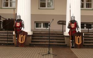 XIV a. kariai garbės sargyboje