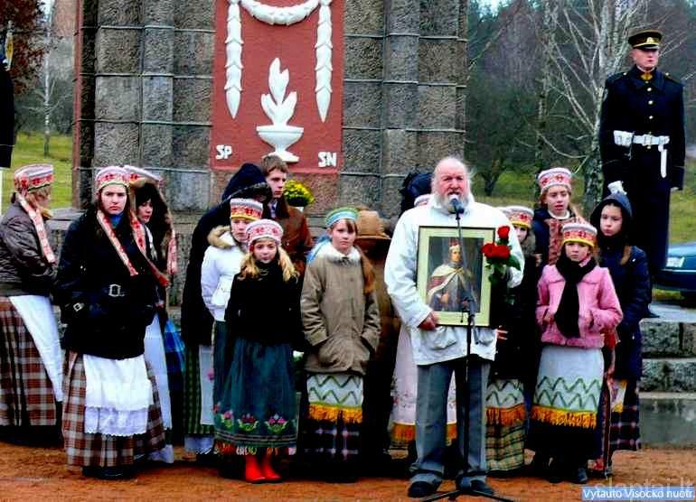 Vilniaus Vytautų klubas aktoriui T. Vaisietai įteikė Vytauto Didžiojo paveikslą