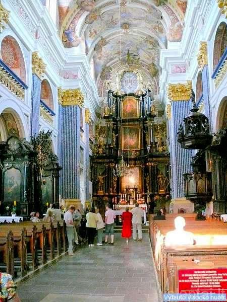 Bažnyčios viduje