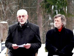Prie kapo kalba rašytojas Vytautas Martinkus
