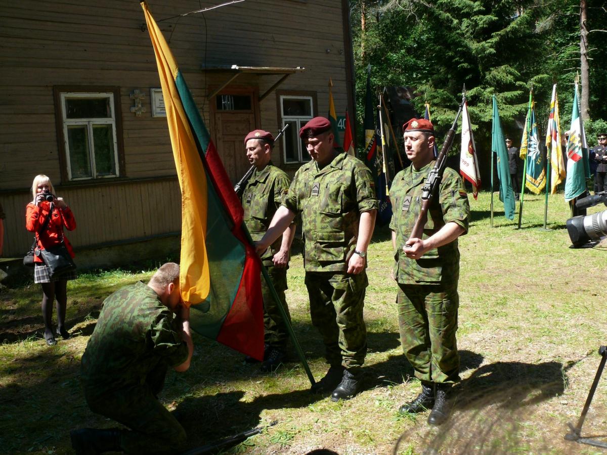 Priesaika pie namo Nemunaityje, kur prisiekė Adolfo Ramanausko-Vanago partizanai