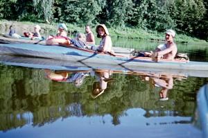 Su vaikučiais, su mažučiais. 1971--eji. Alfonso Mačernio nuotr.