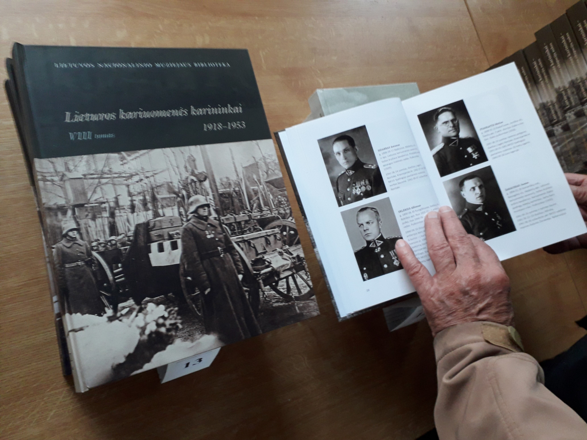 Knyga apie Lietuvos karininkus. Slaptai.lt foto
