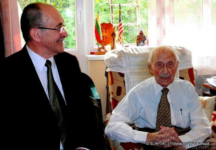 Romualdas Ozolas ir Vilius Bražėnas. Paskutinė V.Bražėno nuotrauka