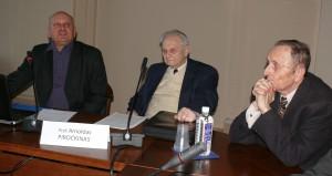 Trys profesoriai. Dešinėje - Vitas Labutis