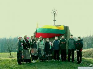 Prie Kovo-11-osios paminklo Kampuočiuose1