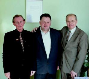 V. Baublys ir V. Paulaitis su J. Pečiuliu (viduryje)