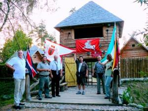 Turistai Jotvingių-prūsų gyvenvietėje muziejuje