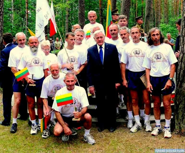 Soldinas. Prezidentas V. Adamkus su iškilmių dalyviais