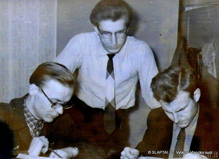 Kambario draugai A.Girdenis, V.Visockas, germanistas Šiušelis