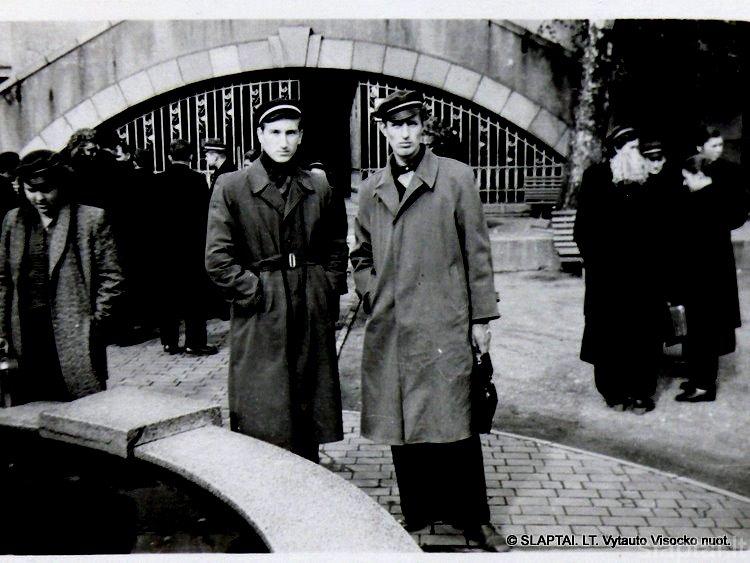 V.Visockas, A.Ulys ekskursijoje Kaune