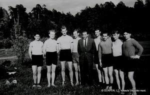 Sportuodavome Vingio parke. N., I.Ledas, V.Visockas, K.Nastopka, dėstytojas Mečiejus, A.Jarmala, N., R.Laurinavičius, N.