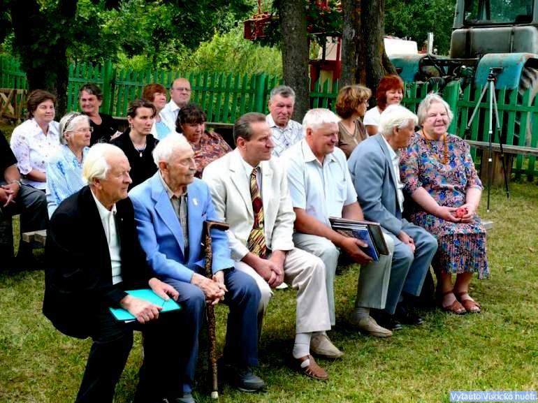 Svečiai ir Kunigiškių gyventojai muziejaus šventeje