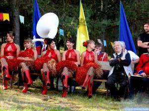 Kur gražios merginos (šokėjos iš Panevėžio), ten ir fotografas Vytautas Ylevičius