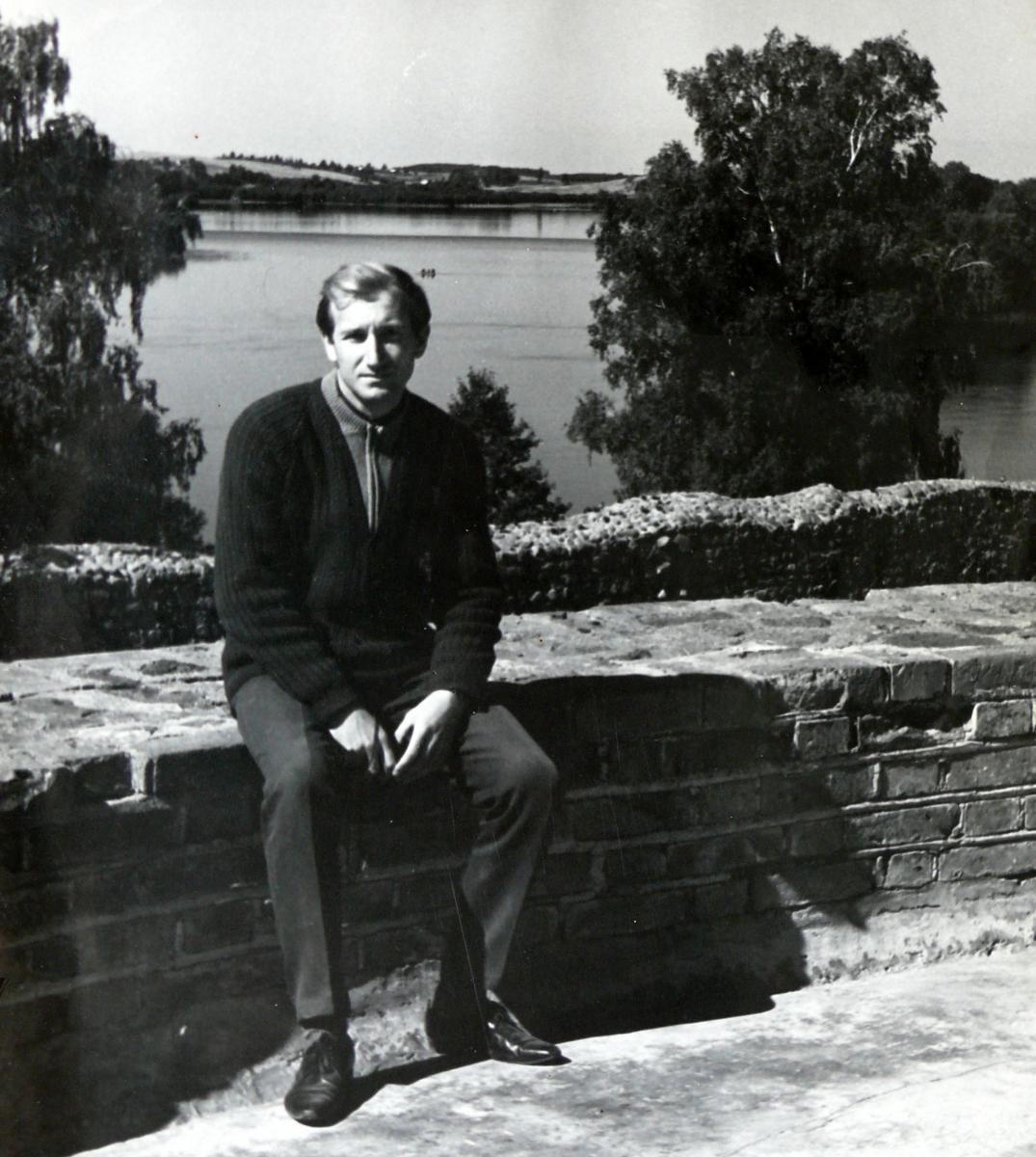 Vytautas Visockas. Pilies papėdėje
