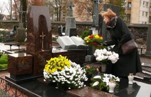 Kalbininko profesoriaus Vytauto Vitkausko kapas Kuršėnuose