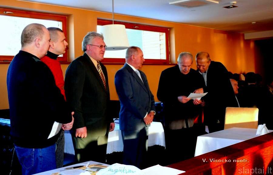 Monsinjoras Vytautas Rūkas prisaikdina naujus klubo narius